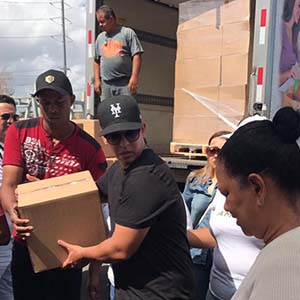 Daddy Yankee lifting a box