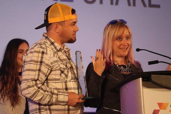Brian Fanzo presents the Robin Carey Connector Award to Cisco's Carmen Collins.